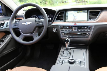 Hyundai_Nouvelle_Genesis_503