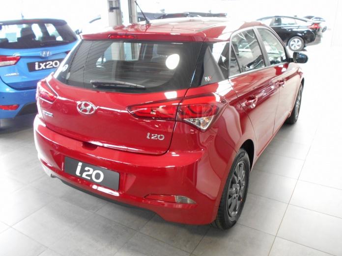 Hyundai i20 AIR PLAY Red Passion Jantes en alliage léger 15′′ en Dark Metal Grey
