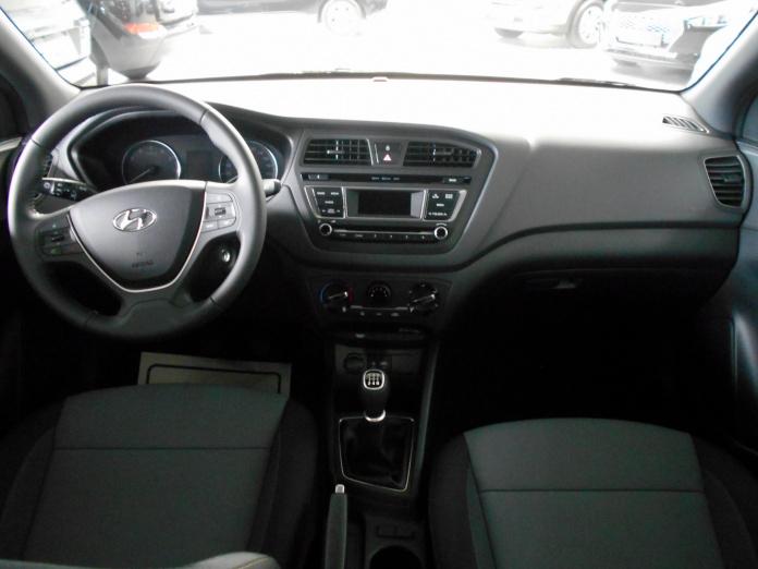 Air conditionné, Connectivité Bluetooth®, Volant gainé de cuir, ...