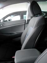 Surpiqûres gris clair (sièges, volant, pommeau et accoudoir)