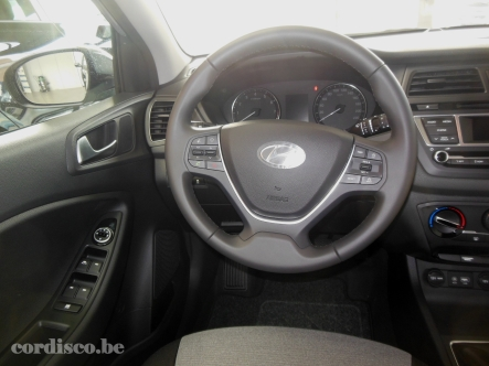 Hyundai i20 tissus noir beige