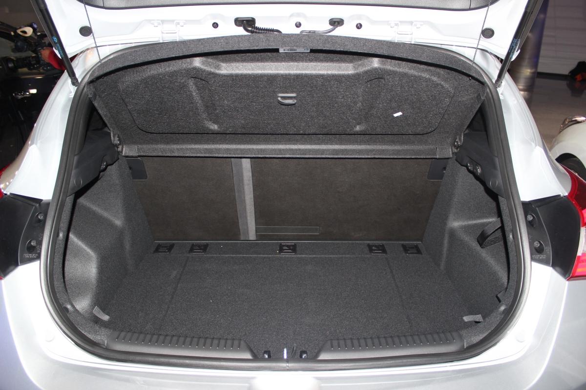 hyundai i30 coffre garage cordisco. Black Bedroom Furniture Sets. Home Design Ideas