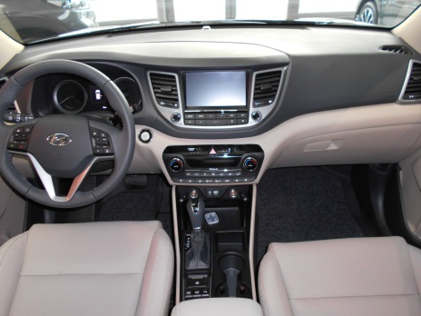 Hyundai Tucson executive intérieur cuir beige